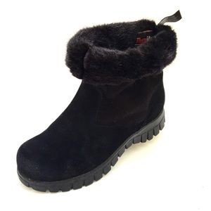 Naturalizer Insulated Black Suede Boots